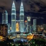 برج های دوقلوی پتروناس به عنوان بلندترين ساختمان های دوقلو در جهان به شمار مي روند