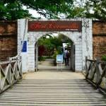قلعه کورنوالیس (Fort Cornwallis) ، بزرگترین قلعه ایستاده در مالزی است ، و زمانی به عنوان سنگری ستاره شکل مورد توجه بود