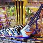 مرکز خرید تایمز اسکوئر ، پنجمین ساختمان بزرگ در جهان و دارای بزرگترین پارک سرپوشیده آسیا ، در کوالالامپور - مالزی واقع شده است .