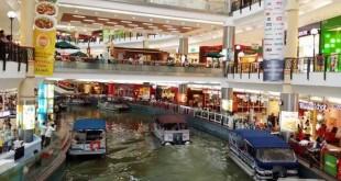 مرکز خرید ماینز (Mines Shopping) در منطقه Seri Kembangan واقع شده است و در حدود 30 دقیقه رانندگی با مرکز شهر کوالالامپور فاصله دارد.
