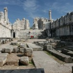 معبد مذهبی دیدیما (Didyma) در سراسر جهان یونانی برای وحی بود به طوری که در شهرت از دلفی (Delphi) هم پیشی گرفته بود