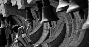 طراحی و ساخت و ساز بنای تاریخی کامبانیته از بتن است و بر خلاف ایده آن که نماد از صلح بین ملت ها مختلف است ، خیلی زیبا نیست.
