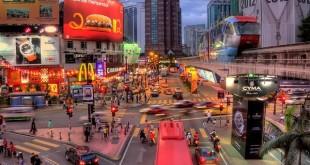 خیابان بوکیت بینتانگ به عنوان مقصد نهایی برای انواع غذاخوری ها، سرگرمی ها ، خرید و دارای گزینه های بسیار مناسبی برای محل اقامت را می توان یافت ، شناخته شده است.