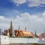 کاخ بزرگ (Grand Palace) مجموعه ای از کاخ های بی نظیر در قلب بانکوک ، تایلند است . کاخ بزرگ رسما محل اقامت پادشاهان سیام از سال 1782 بوده است